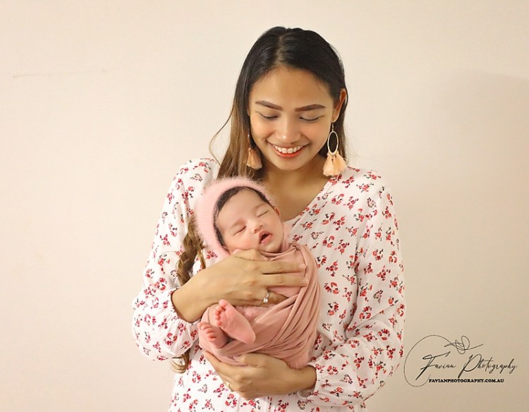 Baby girl photography in mum's hands pose