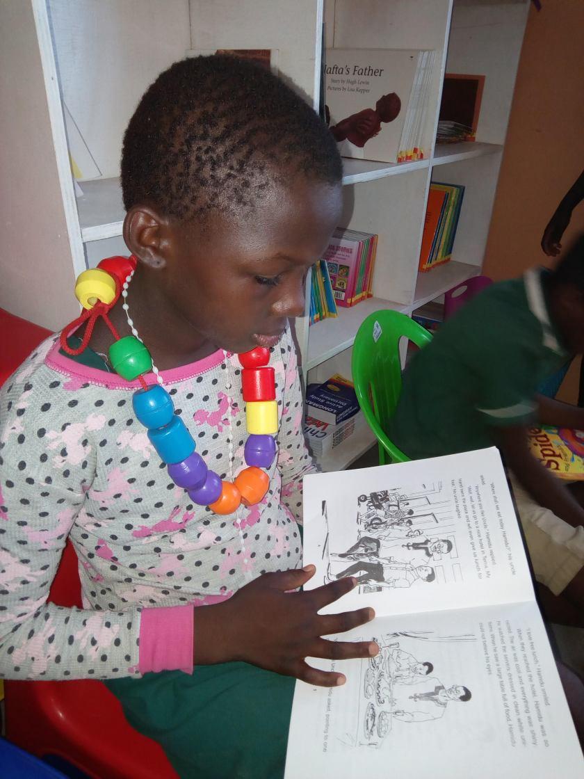 girl reading sumbrungu.jpg