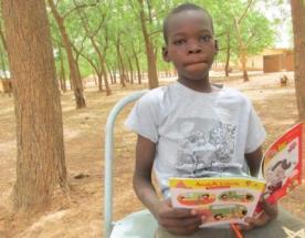 Un campeur pendant la lecture libre guidée (3)