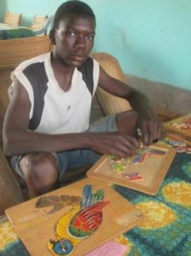 Jeu de puzzles d'un lecteur à Karaba