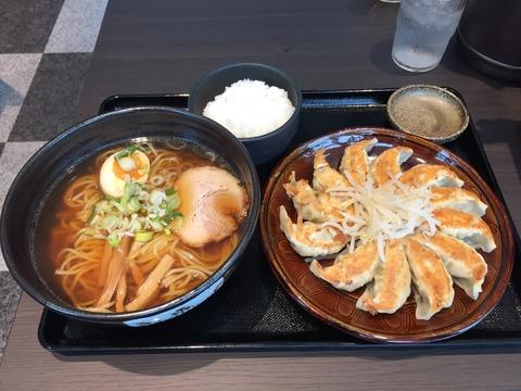 Ⅴ3おめでとう、浜松餃子!隠れた餃子王国、浜松の心温まる絶品餃子。もやしも気遣いもイイ。中華料理店「五味八珍」。Remastered!