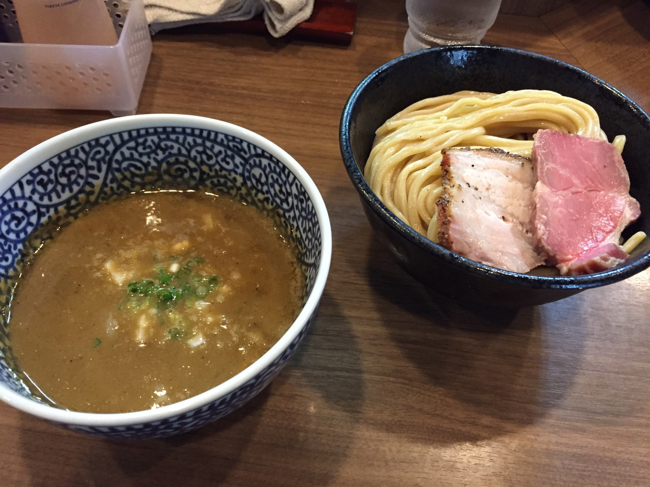 蒲田の行列つけ麵「煮干しつけ麺宮元」 実力派店主の自信の一杯は濃厚でワイルドな味!