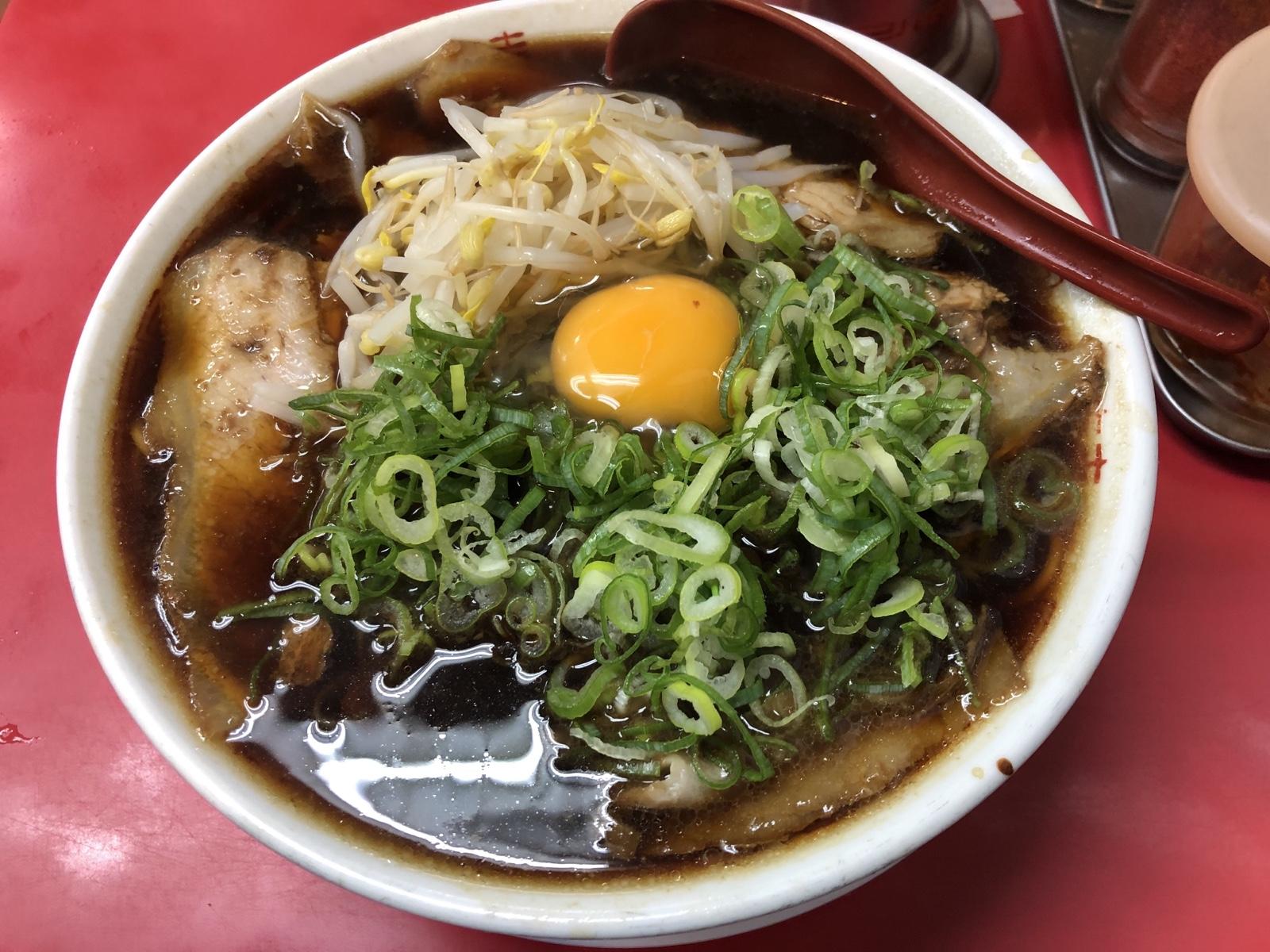 真っ黒スープにネギ、生卵!京都ラーメンの名店「新福菜館」伏見店