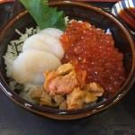 """ホタテにイクラにサッポロクラシック!新鮮な魚介の丼巡り""""函館朝市"""""""