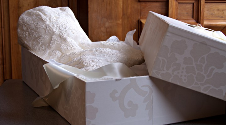 5 Best Wedding Gown Preservation Kit