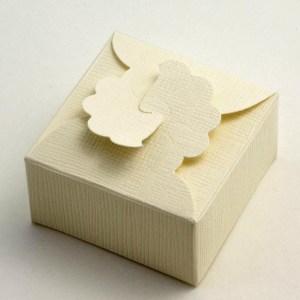 Ivory Silk Margherita Favour Box 90MM