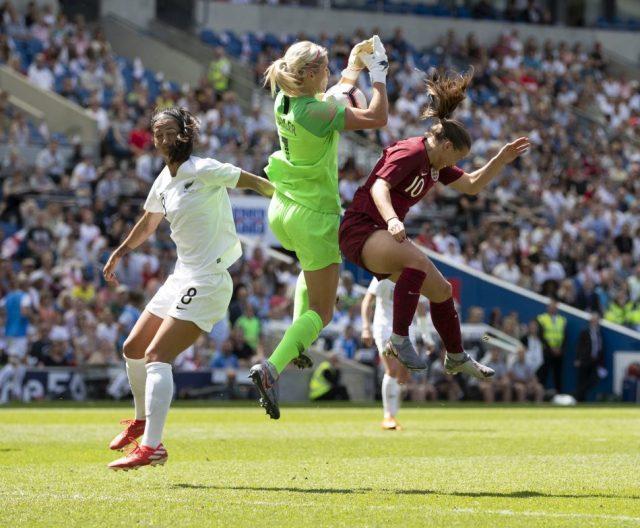 New Zealand international goalkeeper joins Reading