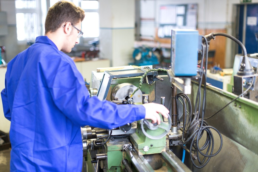FAW Berufliches Ausbildunszentrum CNC-Drehen
