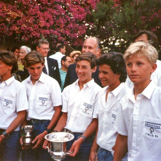 Generación Dorada con Trofeo
