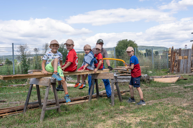 Andreas und Kinder bei der Arbeit1