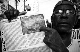 Sérgio Rocha de Jesus, morador do Morro do Estado que teve sua casa destruída em decorrências das chuvas da última semana em Niterói. Foto: Fábio Caffé/ Favela em Foco