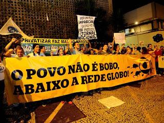 """Globo fascista, sensacionalista!"", foi outro grito dos manifestantes. Foto: FAcebook."