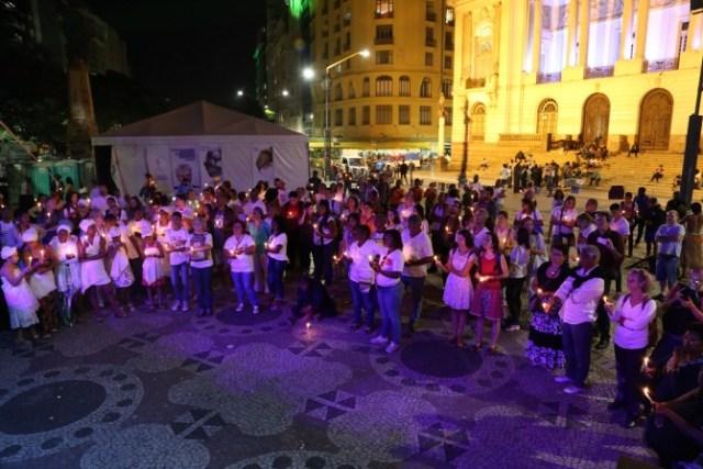Movimentos sociais, indígenas, quilombolas, mulheres e líderes religiosos realizam vígila ecumênica pela dignidade humana na semana de abertura das Olimpíadas no RJ. (Foto: Rosilene Miliotti / FASE)