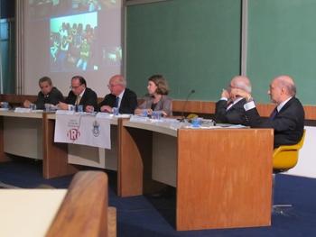 Da esquerda para a direita: Paulo Esteves (IRI/PUC-Rio), Marcel Biato (assessoria especial de Política Externa da Presidência da República), Lord Hannay (ex-representante britânico na ONU), Mônica Herz (mediadora), Alain Dejammet (ex-representante da França na ONU) e Gelson Fonseca (diplomata brasileiro). Foto: UNIC-Rio.