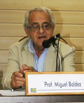 """""""Precisamos encontrar uma forma de nos imunizar, principalmente à televisão, pois a ideologia dos meios de comunicação alcança toda a população"""", ressalta Miguel Baldez. Foto: Rosane Naylor."""