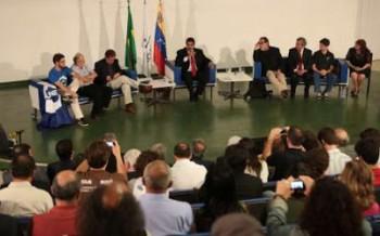 Imagens de Maduro e representantes de movimentos sociais no Memorial Darcy Ribeiro, na Universidade de Brasília (Fotos: AVN e VTV)