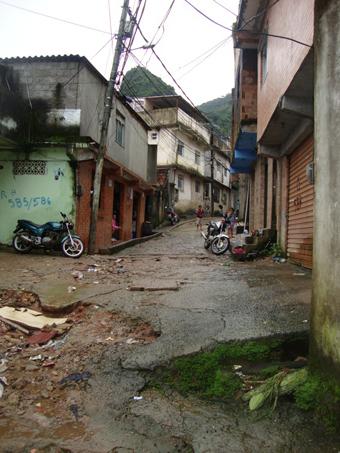 Uma das vias de acesso dentro da Vila Laboriaux. Foto: Divulgação.