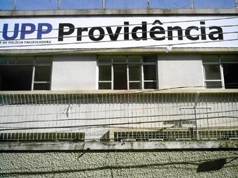 Sede da UPP próxima a entrada da comunidade, no edifício onde o Grupamento de Policiamento em Áreas Específicas (Gepae) se istalado em 2002. Foto: Eduardo Sá/Fazendo Media.
