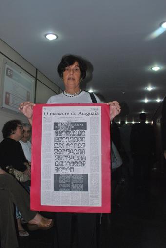Victória Grabois no corredor da audiência na 29ª vara da Justiça. Foto: Gabriel Bernardo/Fazendo Media.