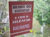 """Drummond de Andrade """"Dialogamos"""" [Frase proposta por Dora Mota] Original: papel e cartolina, recortados e colados."""