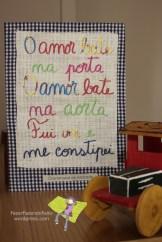 """Drummond de Andrade """"Me constipei"""" [frase proposta por Dora Mota] Original: cartolina recortada e colada sobre tecidos de algodão. A4."""