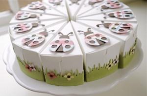 Bolo-de-papel-com-tampa-na-frente-03 Fatia de bolo de papel com tampa na frente - Bolo Fake