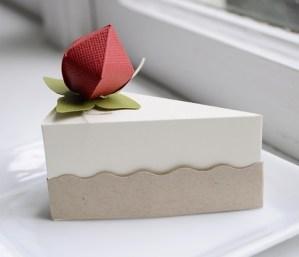 Fatia-bolo-de-papel-com-tampa-ondulada-04 Fatias decorativas de bolo falso com tampa ondulada - Bolo Fake de papel