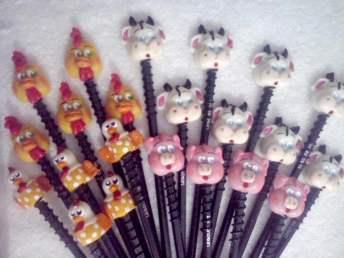 Lembrancinha-aniversário-fazendinha-ponteiras-de-lapis-biscuit Idéias para festa Infantil com tema Fazendinha para meninos e meninas