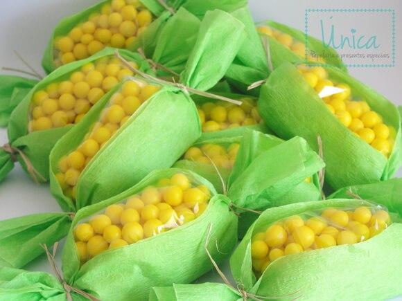 lembrancinha-animais-da-fazendinha-espiga-de-milho-festa Idéias para festa Infantil com tema Fazendinha para meninos e meninas