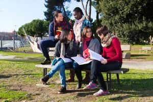 Faça uma graduação no exterior e tenha permissão para trabalhar