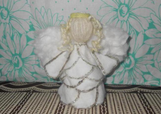 Juletræ fra bomuldsdiske med egne hænder