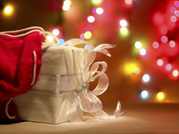 f3a38ce67e741 Если с презентами для воспитателей более-менее понятно, то какой выбрать  подарок заведующей детского сада на Новый год? Бюджет у родительского  комитета не ...