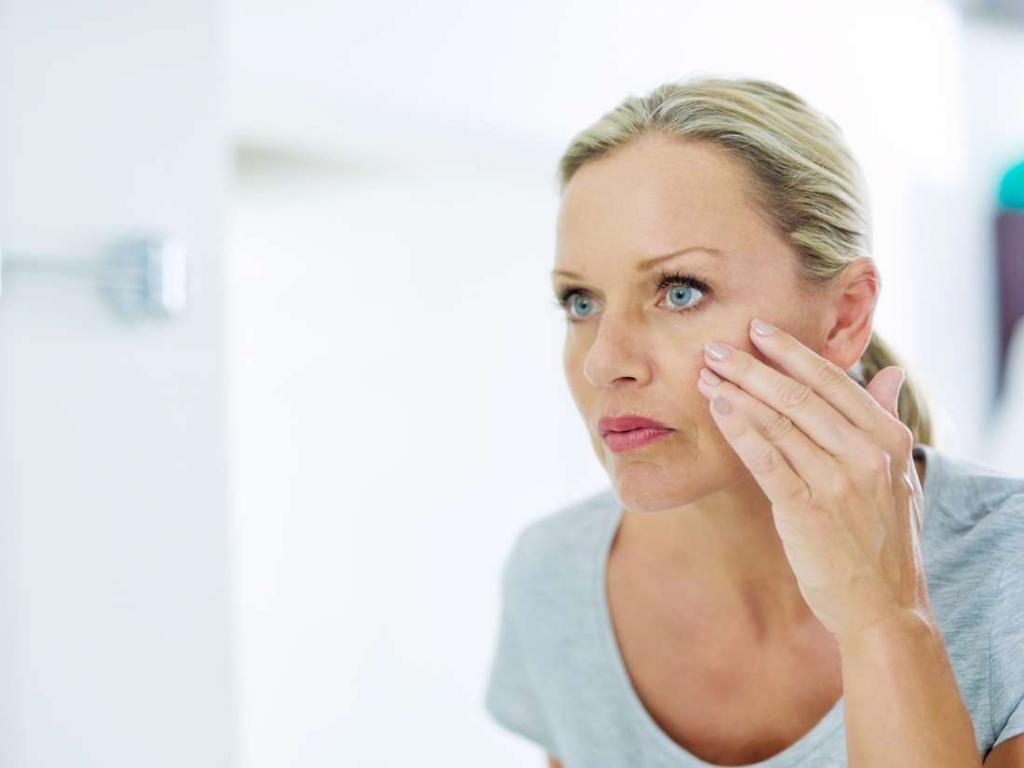 Почему дергается верхняя губа: основные причины, что делать