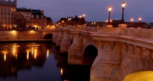Pont Neuf bridge before sunrise by B. Monginoux / Landscape-Photo.net (cc by-nc-nd) @ http://www.landscape-photo.net/displayimage.php?pid=5081