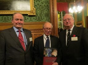 Presentation to The Rt Hon The Lord Hope of Craighead KT in his 25th year of support to the Society: Sir Michael Tugendhat, Président, Lord Hope, Simon Horsington, Vice- Président d'Honneur, fondateur.