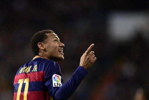 Neymar started to run with the ball