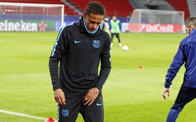 Neymar suffers groin injury