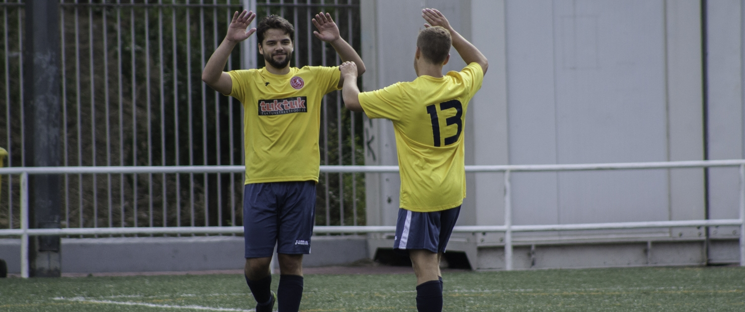 FCB's Sean McBride & Sam Reid celebrate Sam's fine strike against Bar Hermanos Arribas