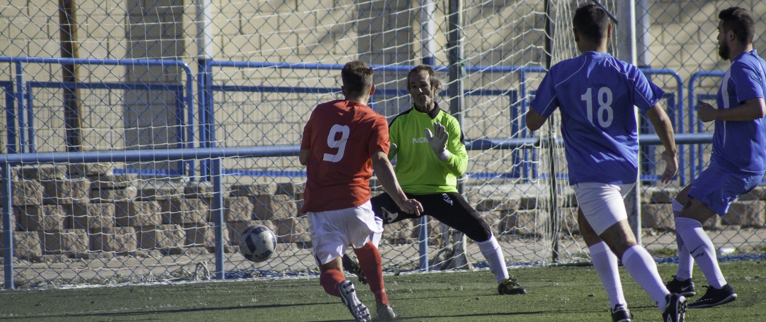 FCB forward Joe SImmons, slots the ball past the opposition keeper to open the scoring against Amiviajes