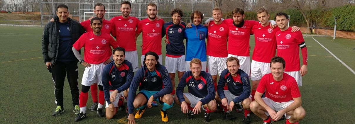 The FCB team against AAPLA in the Liga Bunwer Apertura and the last competitive game for FCB midfielder Oscar Walet Turner