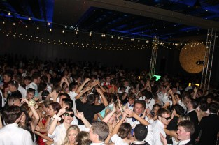Students dance at prom on the dancefloor. Photo by Braden Schroeder.