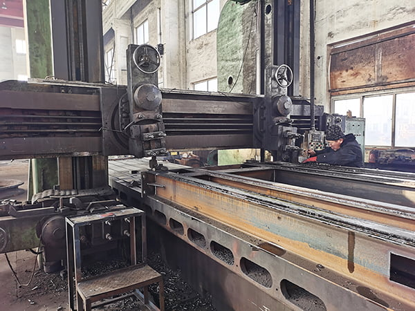 Cast iron penstock processing picture