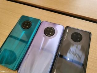 Huawei Enjoy 20 Plus dengan Mate 30 dalam warna Hitam