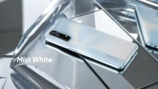 Realme 7 in Mist White color