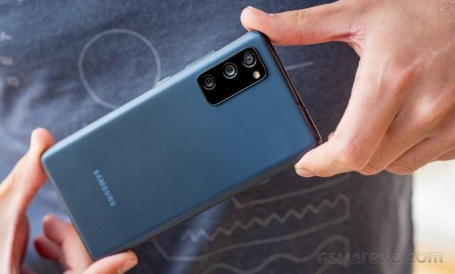 Raport: Samsung conduce vânzările globale de smartphone-uri în august, crește decalajul față de Huawei