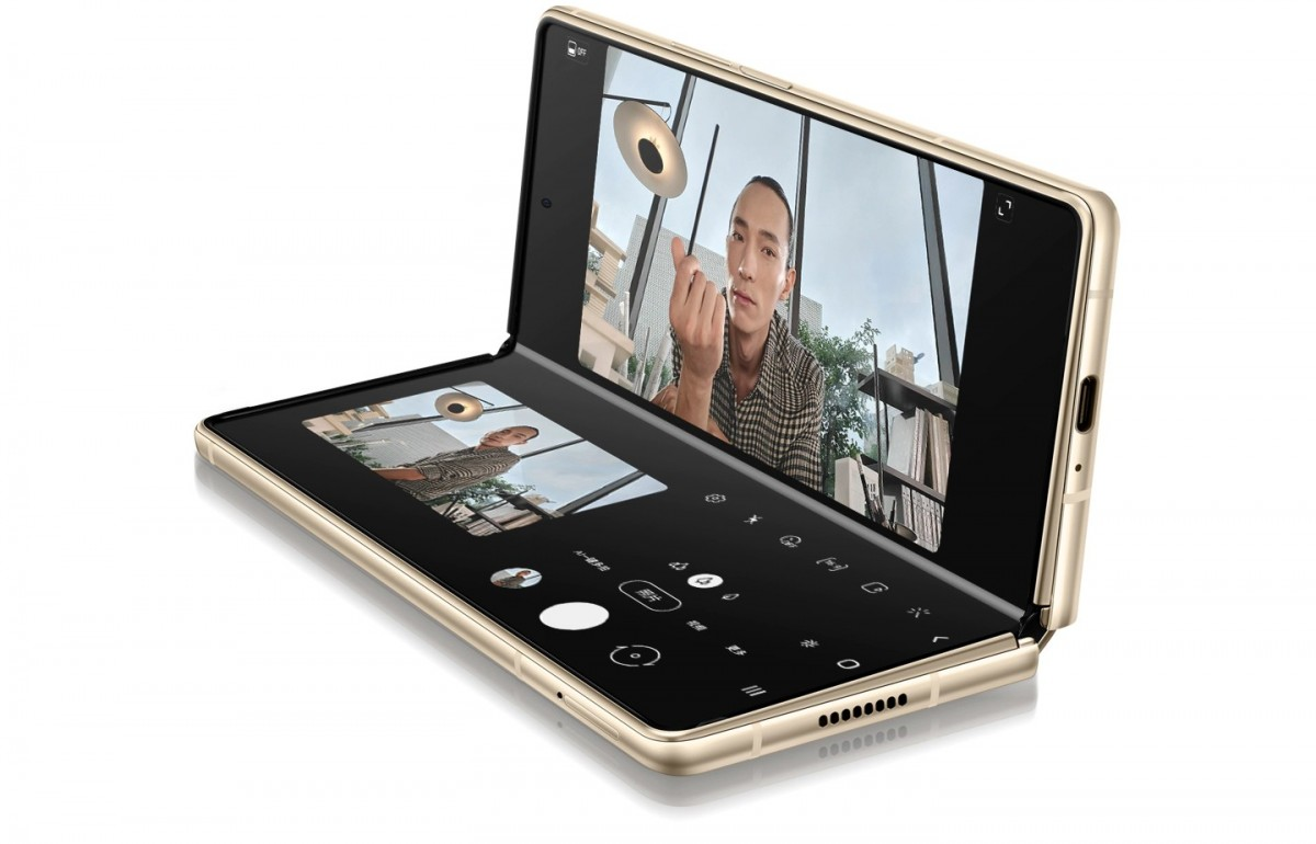 Samsung meluncurkan W21 5G - dual-SIM Galaxy Z Fold2 untuk Cina