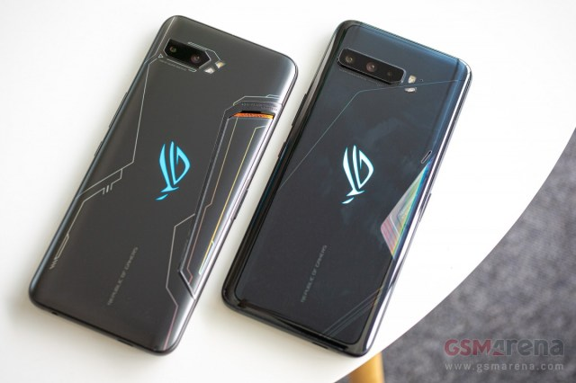ROG Phone 2 (left) and ROG Phone 3 (right)
