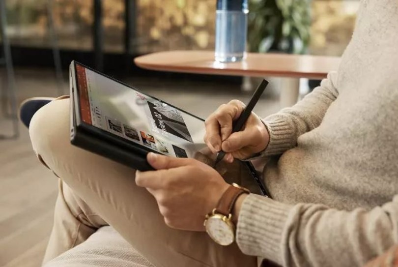 HP brings two convertible laptops, HP Elite Wireless Earbuds at CES