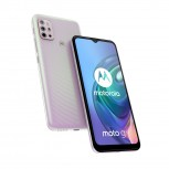 The Moto G10 has a ripple texture on its back: the attractive Iridescent Pearl colorway