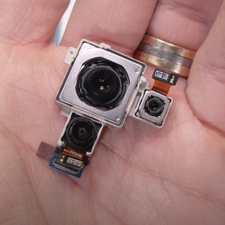 Camera modules and their protective cover (credit: JerryRigEverything)